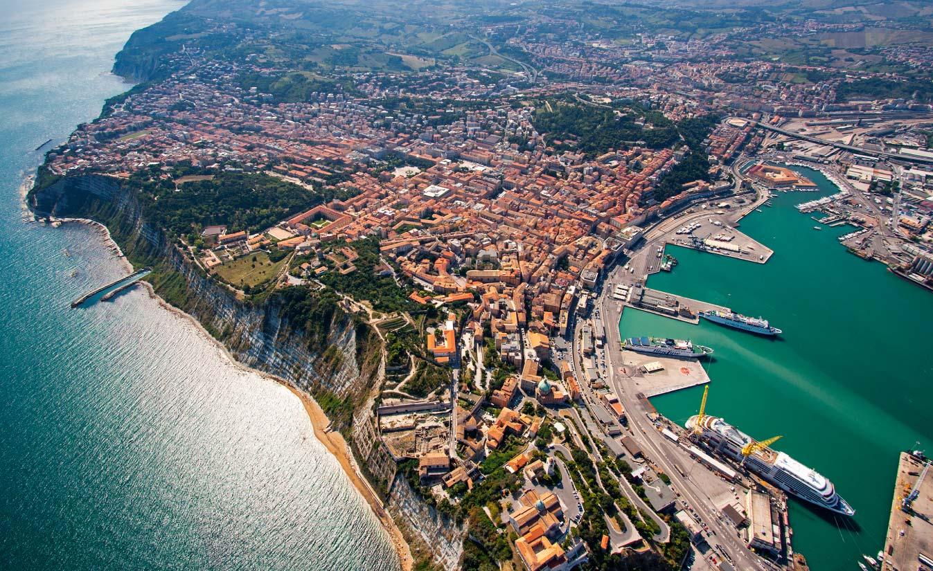 Ancona: bene gli aiuti, ma concordati per renderli efficaci